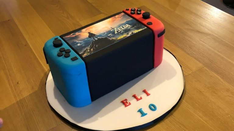Random: This Nintendo Switch Birthday Cake Makes Us Want A Thick Switch
